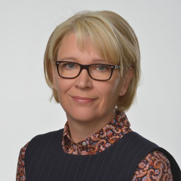 Leena Kostiainen : kaupunginvaltuutettu, apulaispormestari, valtuustoryhmän puheenjohtaja, rehtori