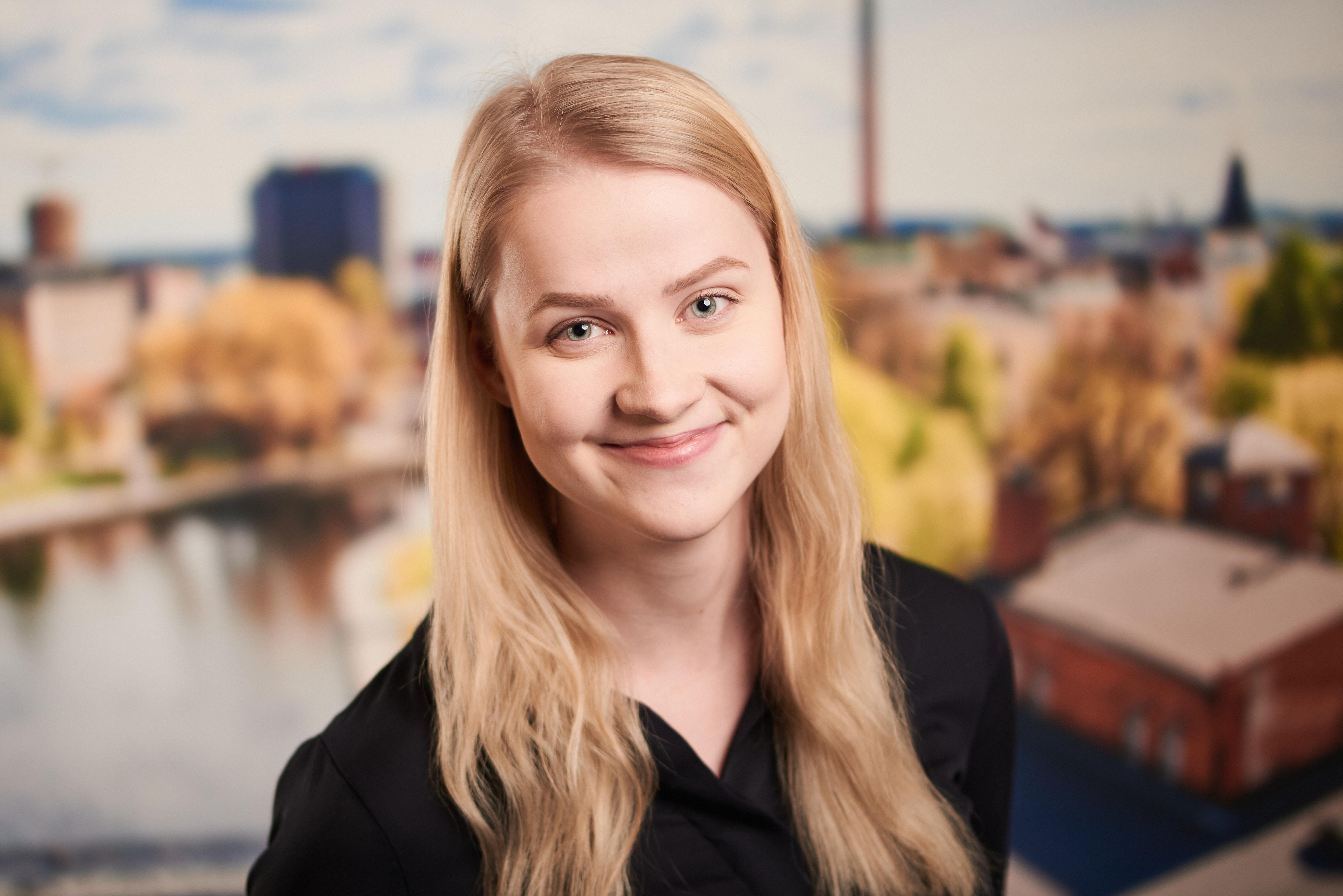 Elina Järvenpää : YTM, tiedottaja